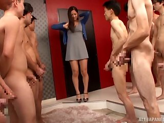 Mesmeric Japanese senorita has her face splattered with sticky load
